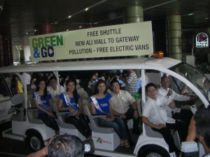 QC Vice Mayor Herbert Bautista leads the inaugural ride on the e-shuttle