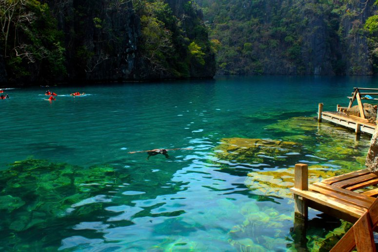 the clean Kayangan Lake